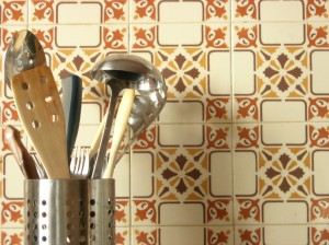 Kitchen tiles with geometric pattern